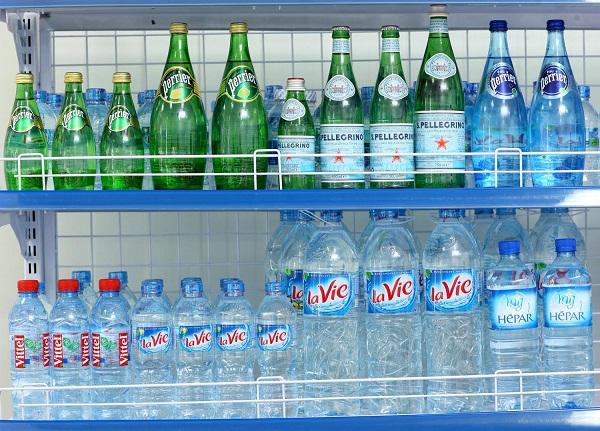 Không nên bỏ những chai nước lavie khi dùng hết
