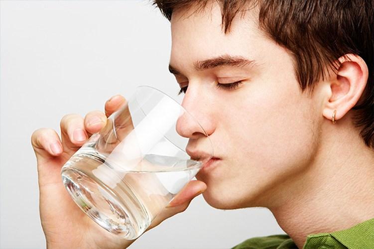 Lợi ích sức khỏe không thể ngờ được khi uống nước mỗi sáng thức dậy
